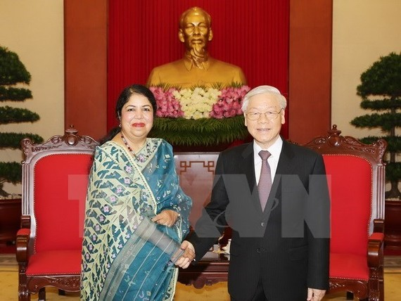 Party General Secretary Nguyen Phu Trong (R) receives Speaker of the Parliament of Bangladesh Shirin Sharmin Chaudhury (Photo: VNA)