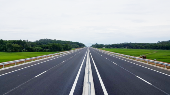 Da Nang-Quang Ngai Expressway to open to traffic early August