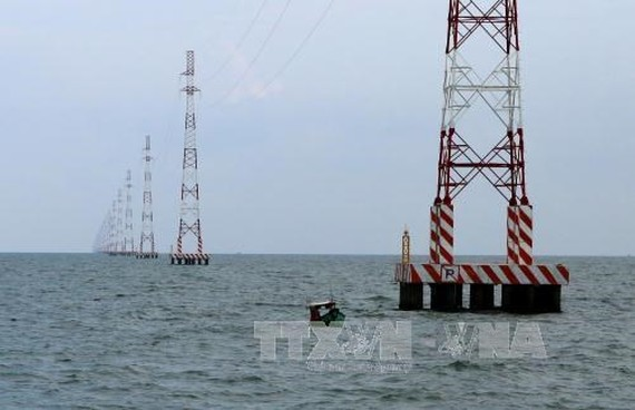 The largest cross-ocean 110 kV transmission line was constructed in Kien Giang province. The Southern Power Corporation is planning to build 53 more 110 kV power projects in southern provinces and cities. (Photo: VNA)