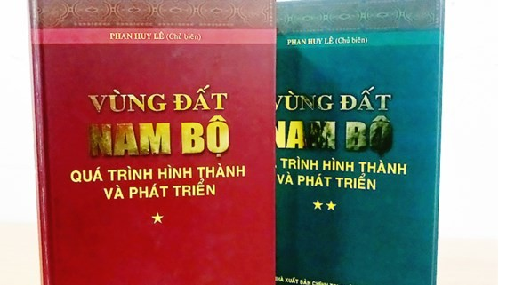 Book on the South receives Tran Van Giau Science Award