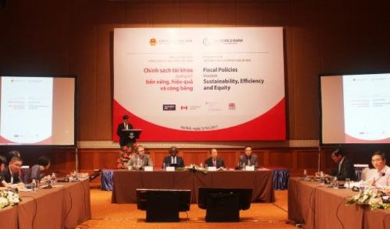 """Overview of the launching ceremony of the """"Vietnam Public Expenditure Review (PER): Fiscal Policies towards Sustainability, Efficiency, and Equity"""" (Source: vov.vn)"""
