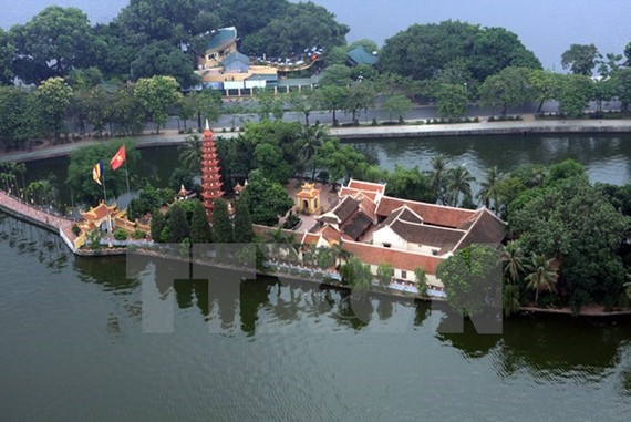 A view of Tran Quoc Pagoda on West Lake in Hanoi (Photo: VNA)