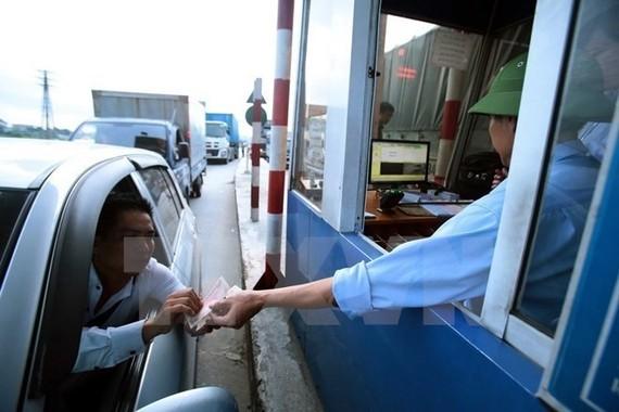 A driver at a BOT toll station. (Photo: VNA)