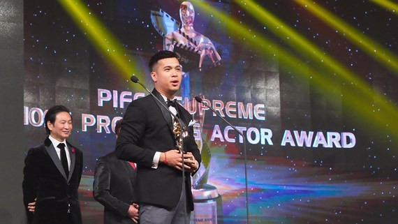 "Actor Truong The Vinh receives the ""Most Promising Award"" of the 1st PIFFA Supreme Awards"