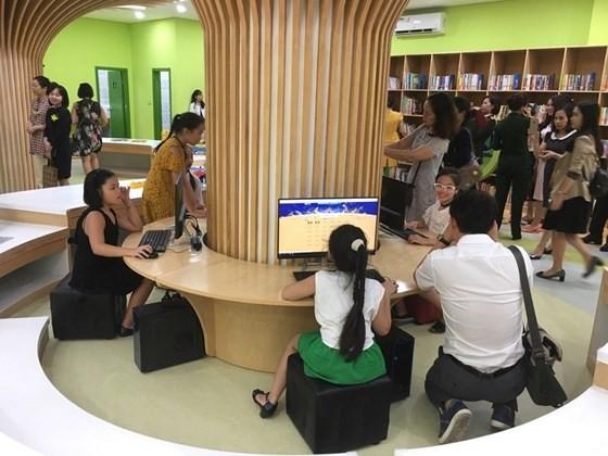 Hanoi opens a multimedia library for children