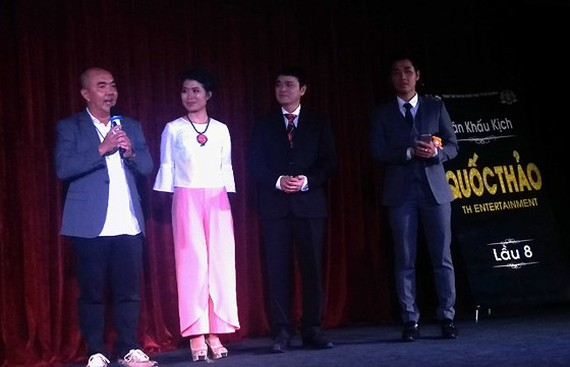 Actors Quoc Thuan (L) and Quoc Thao (2nd, R) at the inauguration ceremony of Quoc Thao Theater. (Photo: Sggp)