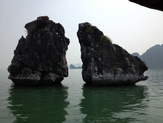 Trong Mai Islet (Fighting Cock Rocks) in the Ha Long Bay UNESCO World Heritage Site in Vietnam (Photo: KK)