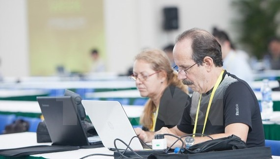 Foreign reporters work during APEC Year 2017 (Source: VNA)