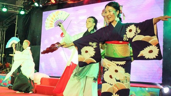 An art performance at the previous Vietnam-Japan festival (Source internet)