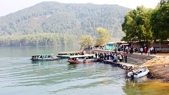 High-quality boats have been put at the disposal of visitors expected to visit the Huong Pagoda for the Festival.