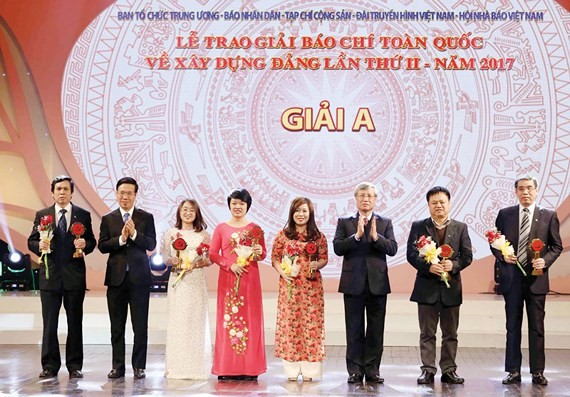 The first prize winners of Bua Liem Vang (Golden Hammer & Sickle) Press Awards