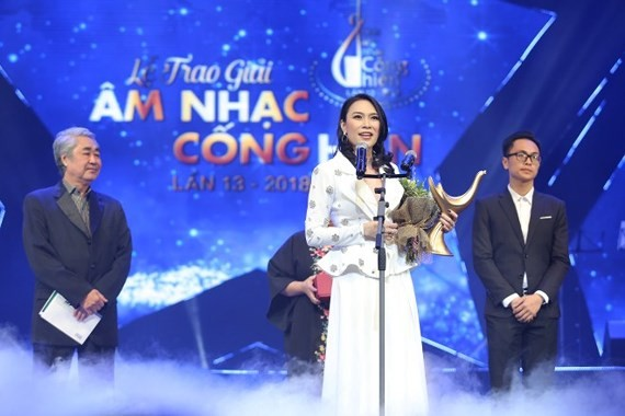 "Pop star My Tam wins titles, ""Singer of the Year"" and ""Album of the year"" at the Devotion Music Awards 2018. (Photo: Sggp)"