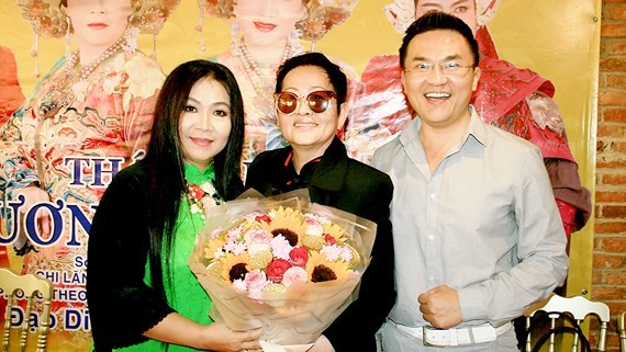 Director Hoa ha (C ), actress Kim Ngan and actor Dai Nghia