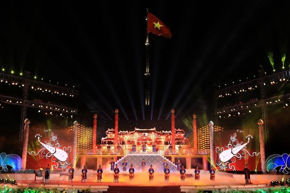 An performance at the closing night of Hue Festival 2018. (Photo: VNA)
