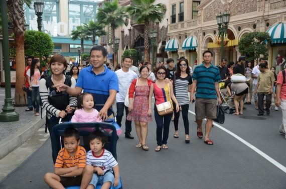 Vietnamese tourists visit Universal Studios Singapore. (Photo: KK)