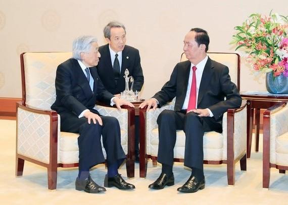 President Tran Dai Quang meets with Japanese Emperor Akihito on May 30 (Photo: VNA)