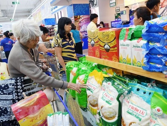 Customers shop at a supermarket in HCM City. (Photo: VNA)