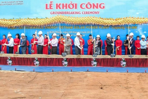 Groundbreaking ceremony of Vietnam's biggest solar power plant in Ninh Thuan (Photo: VNA)