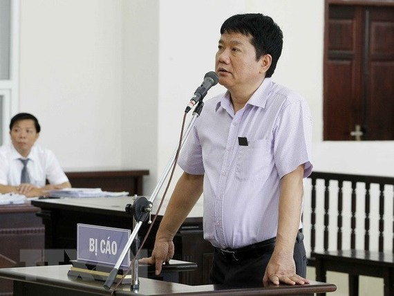 Dinh La Thang answers questions raised by the judging council (Photo: VNA)