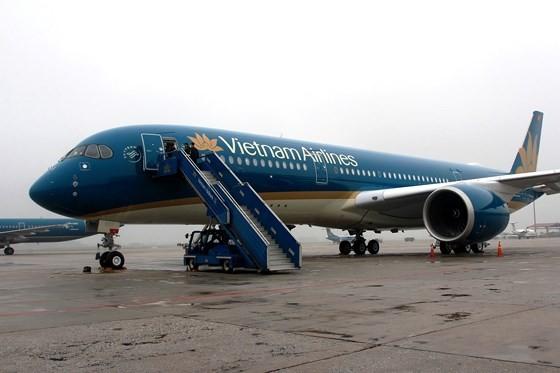 Flights cancelled due to typhoon Prapiroon