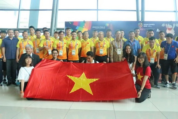 The Vietnamese team at the airport (Source: VNA)