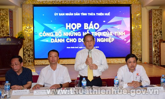 At the meeting (Photo: thuathienhue.gov.vn)