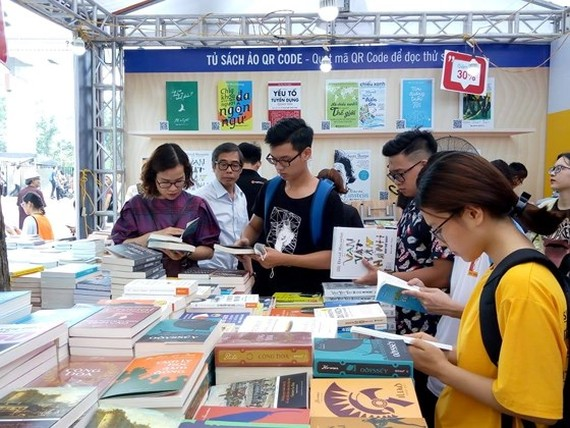 The annual event attracts a large number of readers. (Photo: Sggp)