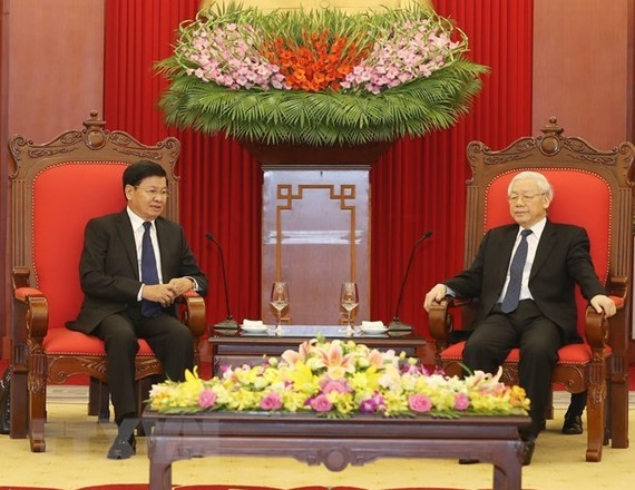 General Secretary of the Communist Party of Vietnam Nguyen Phu Trong receives Lao PM Thongloun Sisoulith (Photo: VNA)