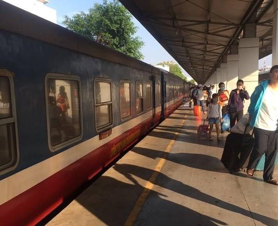 Saigon Railway will run 32 further trains for New Year. (Photo: KK)