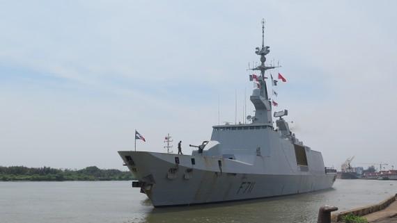 Tàu hộ tống Surcouf do Trung tá Christine Ribbe chỉ huy cập cảng Thành phố Hồ Chí Minh. Ảnh: THỤY VŨ