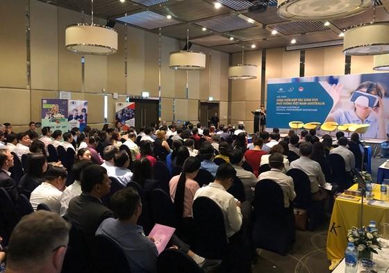 Buổi giao lưu thu hút sự quan tâm của hàng trăm khách mời là cán bộ quản lý, đại diện các trường THPT trên địa bàn TPHCM