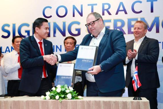 Đại diện KCN Hiệp Phước và Công ty Sơn Jotun ký biên bản thuê đất