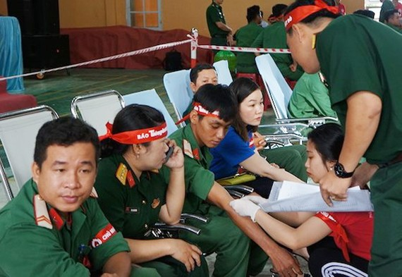 Lực lượng vũ trang tham gia hiến máu tình nguyện