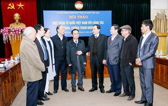 Các đại biểu trao đổi tại Hội thảo