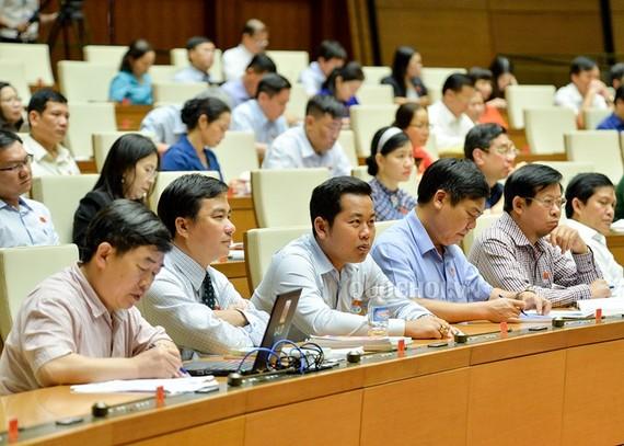 Quốc hội thảo luận tại hội trường