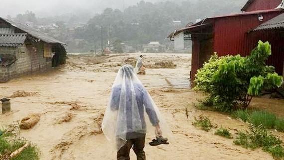 Bản làng Tú Lệ (Văn Chấn - Yên Bái) ngập trong nước lũ ngày 20-7