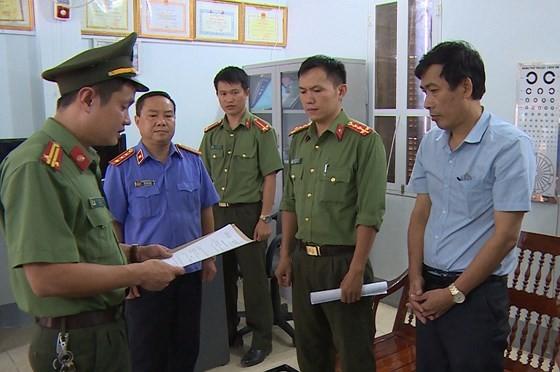 Cơ quan An ninh điều tra Công an tỉnh Sơn La đọc lệnh khởi tố, bắt tạm giam bị can Đặng Hữu Thủy