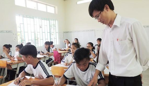 Giáo viên và học sinh ở xã đảo Thạnh An (huyện Cần Giờ, TPHCM). Ảnh: THU HƯỜNG