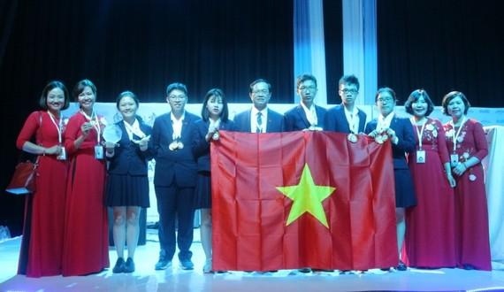 Đoàn học sinh Việt Nam dự thi Kỳ thi Khoa học trẻ quốc tế