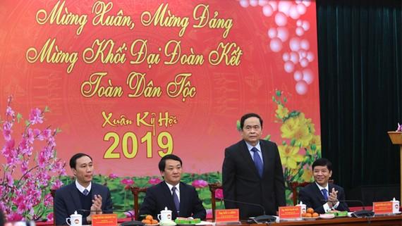 Từ trái sang phải: ông Phùng Khánh Tài - Phó Chủ tịch MTTQ Việt Nam; ông Hầu A Lềnh, Ủy viên Trung ương Đảng, Phó Chủ tịch - Tổng Thư ký MTTQ Việt Nam; ông Trần Thanh Mẫn - Bí thư Trung ương Đảng, Chủ tịch MTTQ Việt Nam và ông Nguyễn Quốc Cường - Thứ trưở