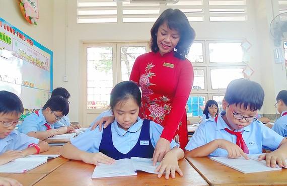 Công đoàn giáo dục các cấp đề nghị cần có chính sách tiền lương thỏa đáng cho giáo viên