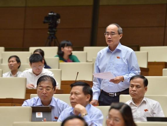 Bí thư Thành ủy TPHCM Nguyễn Thiện Nhân phát biểu tại Quốc hội sáng 31-5. Ảnh: VIẾT CHUNG