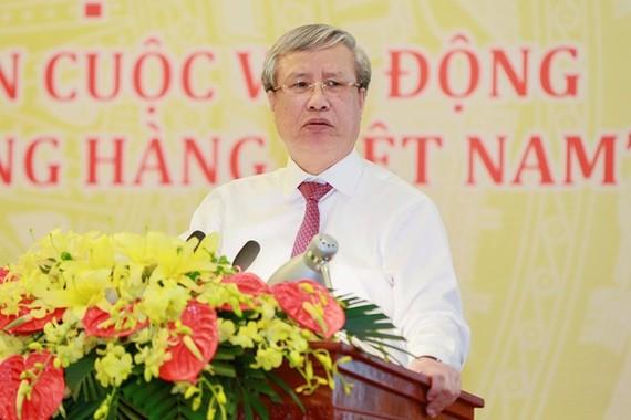 Đồng chí Trần Quốc Vượng, Thường trực Ban Bí thư phát biểu tại hội nghị. Ảnh: mattran