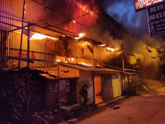Hiện trường vụ cháy  Công ty CP Bóng đèn Phích nước Rạng Đông, tối 28-8-2019