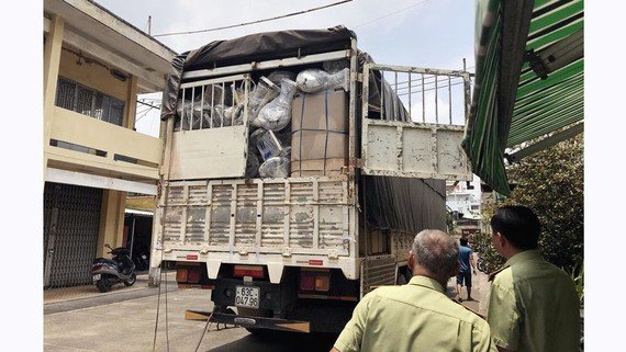 Xe tải chở hàng lậu