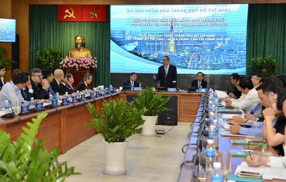 Đồng chí Nguyễn Thiện Nhân, Bí thư Thành ủy TPHCM phát biểu trong buổi gặp gỡ kiều bào. Ảnh: VIỆT DŨNG