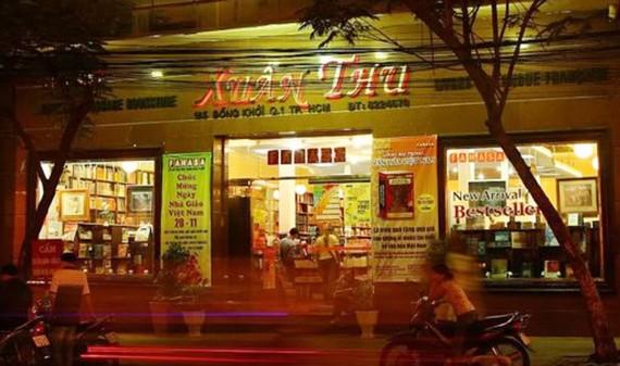 Nhà sách Xuân Thu trên đường Đồng Khởi