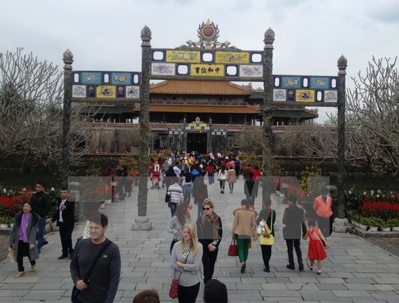Tourists visit Hue Citadel (Source: VNA)