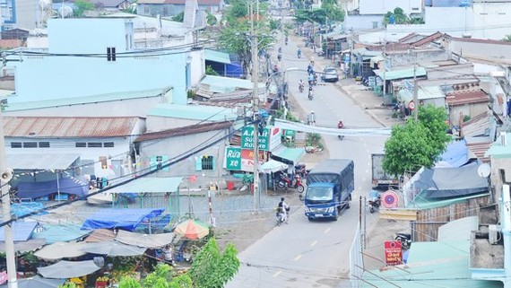 Lo Lu Street - the center of land price fever - has no sewerage system (Photo: SGGP)