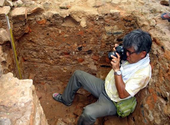 Nishimura Masanari during a field trip in Vietnam (Photo: Institue of Archaelogy)
